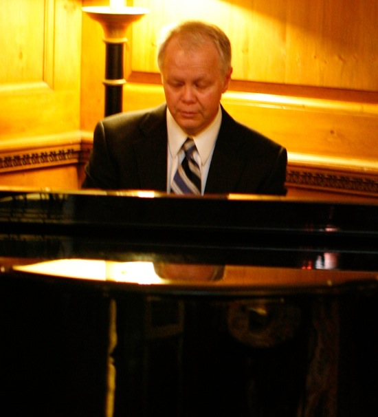 *Pianist Kent Strand*