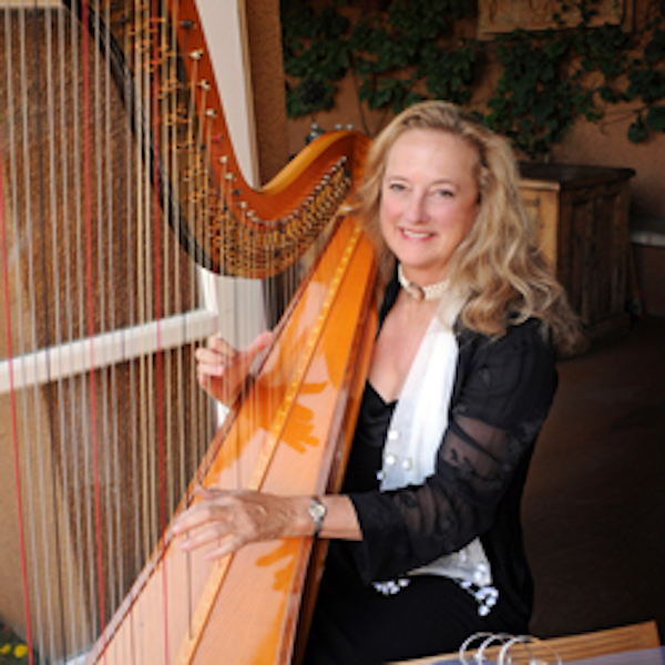 Bay Music and Entertainment performer Harpist Laura Simpson